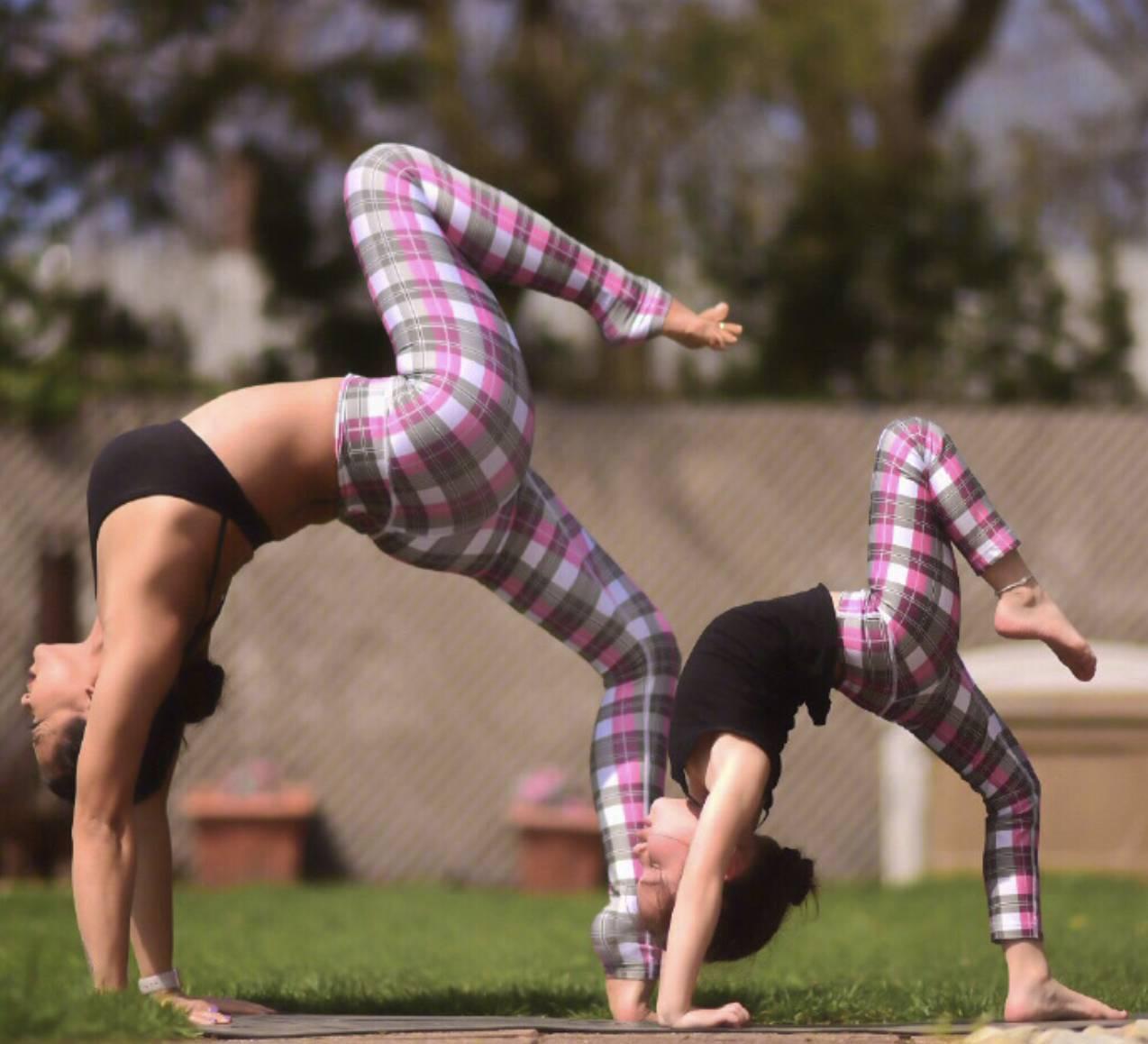 亲子瑜伽图片,就差你了
