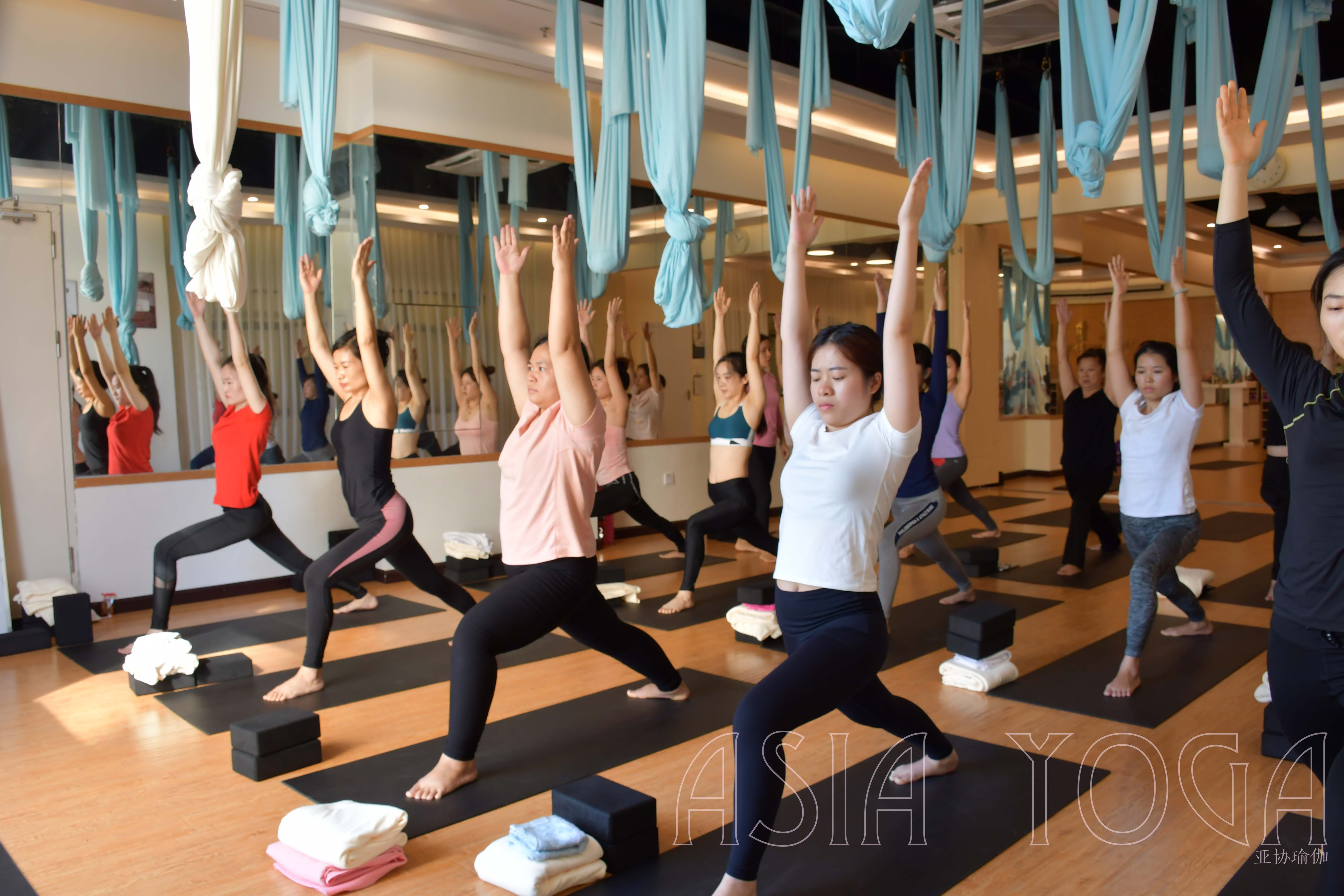 瑜伽,修身亦修心。【亚协体育就业指导中心瑜伽公开课圆满落幕】