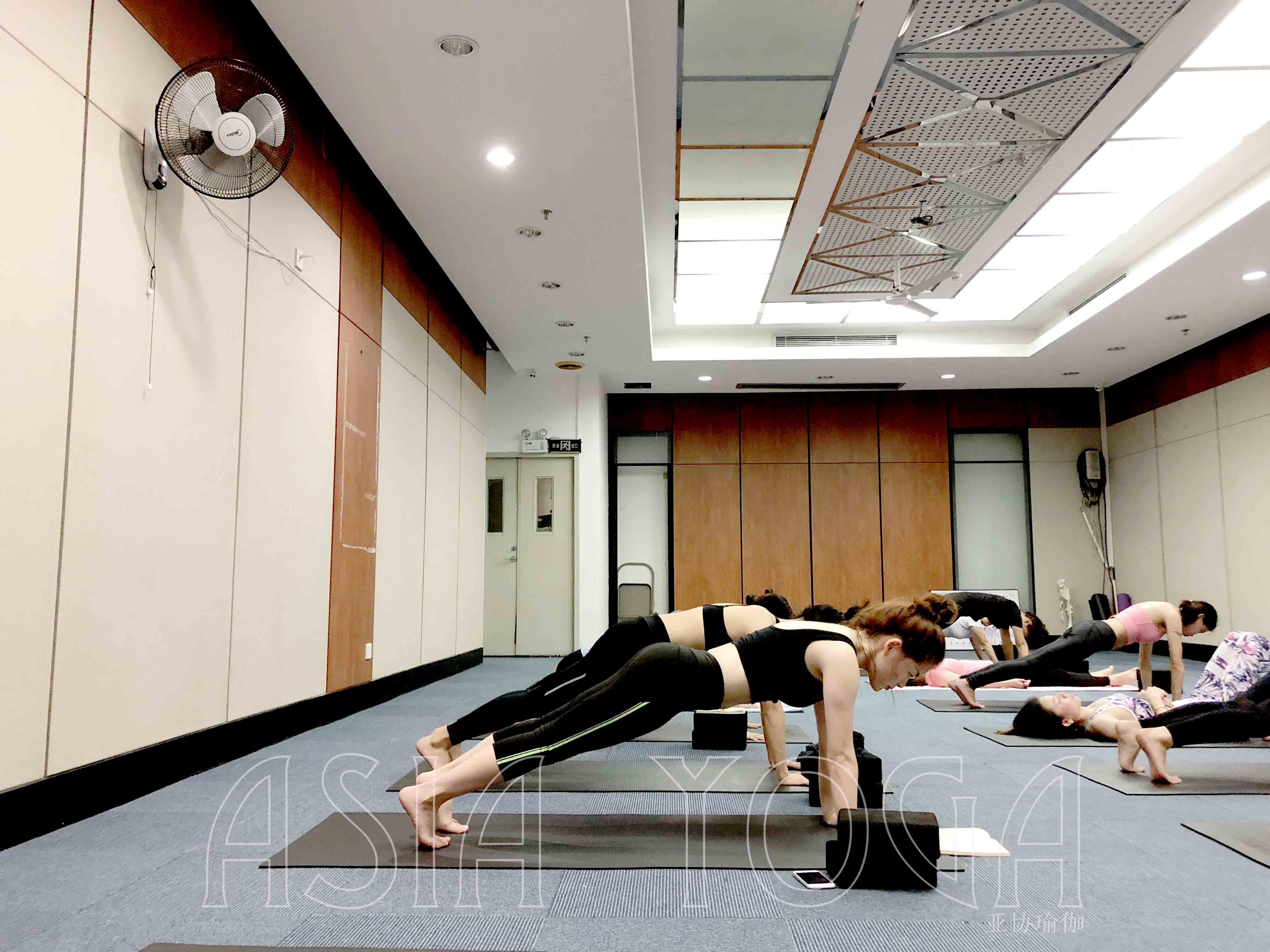哪里瑜伽学校好?如何选择瑜伽教练培训学校?