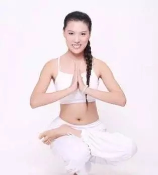 简单快速减肥瑜伽,拒绝吃药节食减肥