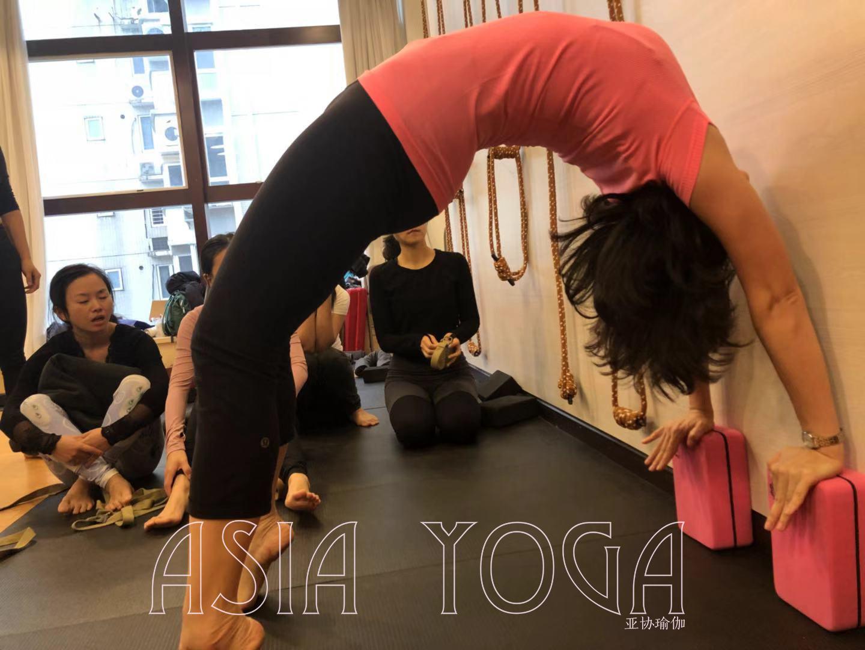 深圳宝安西乡瑜伽学校哪家好?
