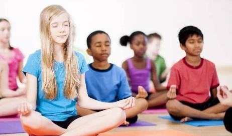 儿童练习瑜伽需要专业老师指导吗