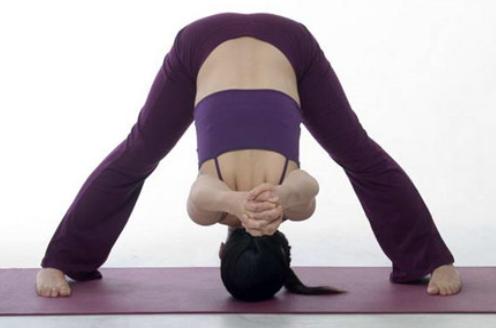 睡觉前练啥瑜伽体式好!赶快学学这几招