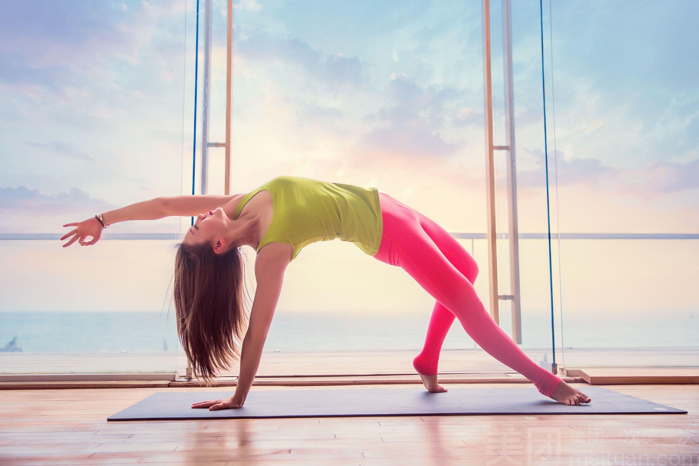 5个瑜伽体式,轻松塑造平坦小腹!